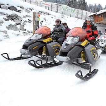 snowmobil-fahren-8-personen-gutschein